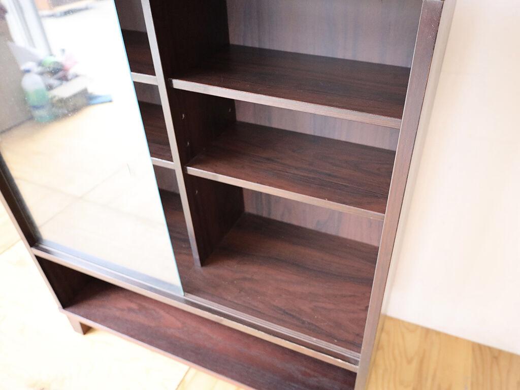 元の家具の仕様をそのまま生かした上部の引き戸部分