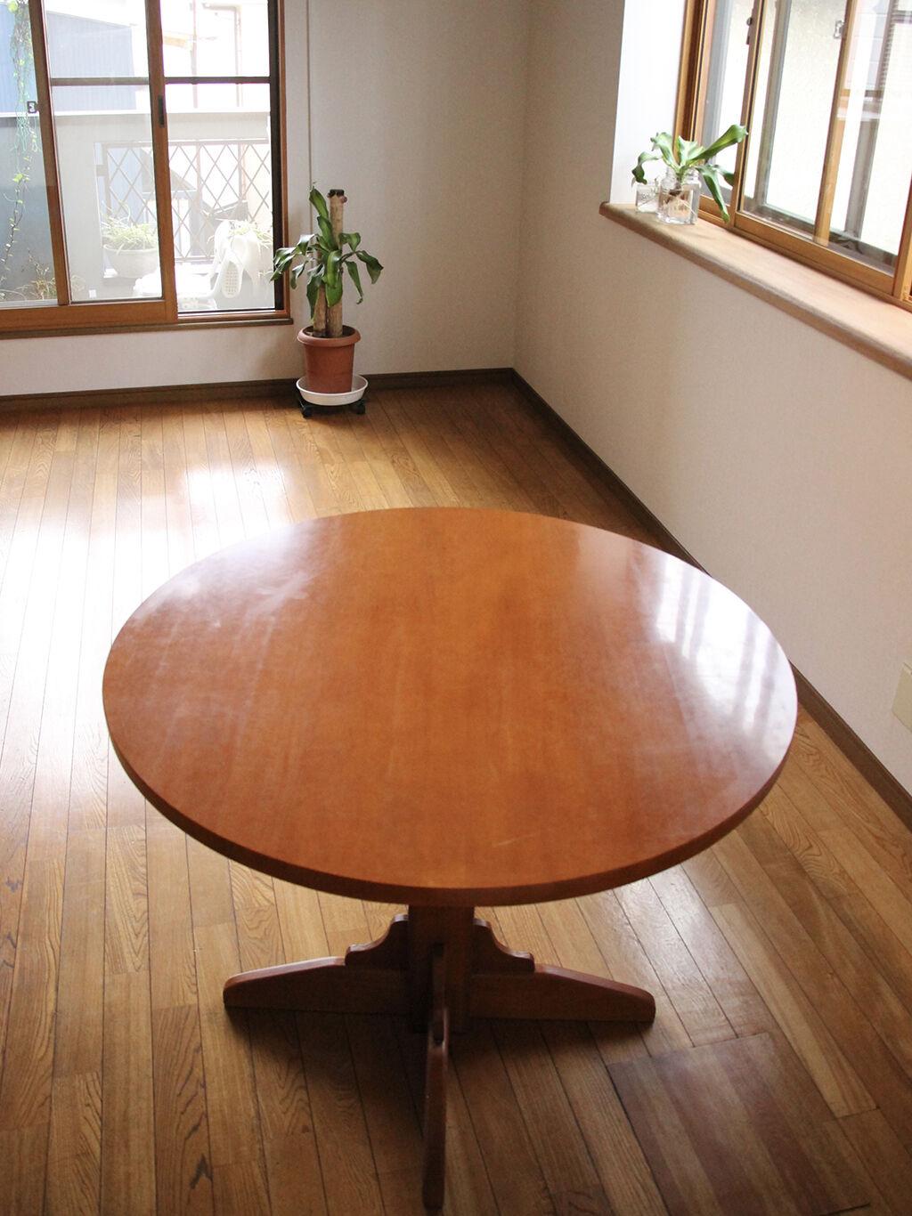 お部屋の雰囲気にもぴったりのリメイクダイニングテーブル