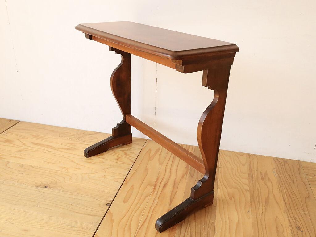 元のダイニングテーブルの天板短辺の長さを生かしてW800×D300に仕上げたコンソールテーブル