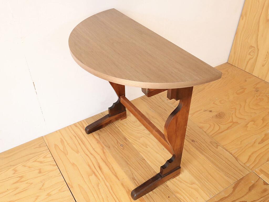 天板と脚に色のコントラストが効いてお洒落なコンソールテーブル