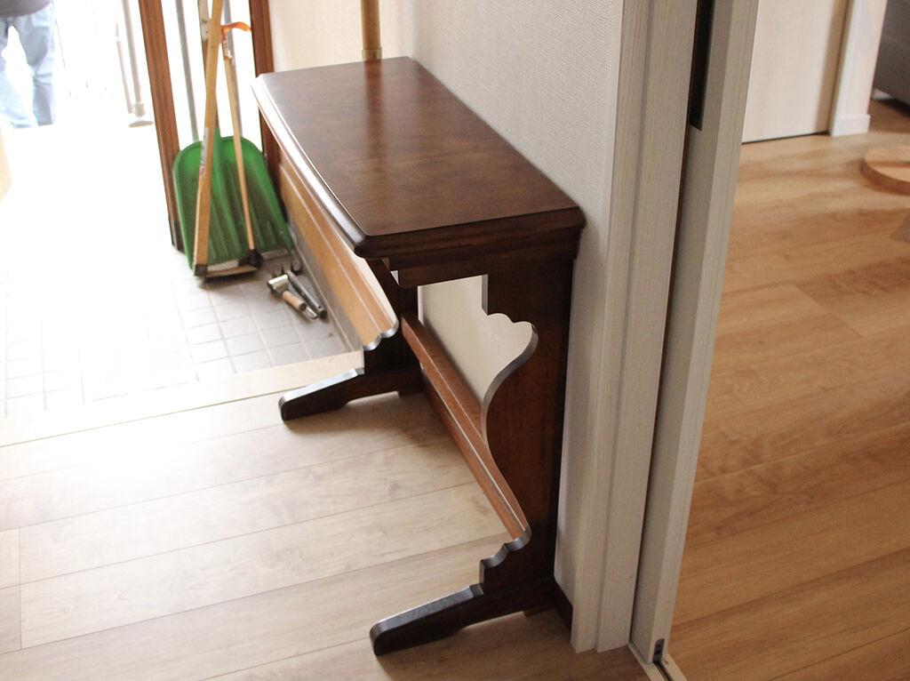 ダイニングテーブルの天板と脚を生かしてリメイクしたコンソールテーブルの納品