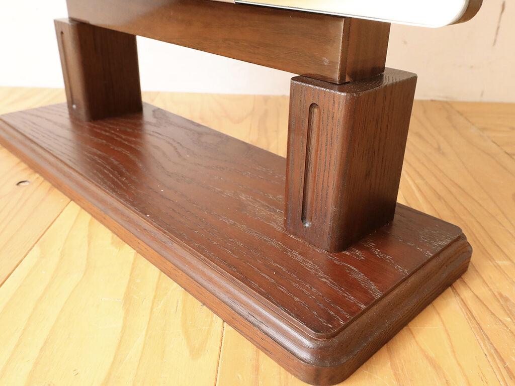 鏡台の鏡を自立するよう無垢オーク材の台座を取り付け