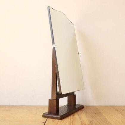 素材や意匠面にこだわり鏡台の鏡を卓上ミラーとして使えるようにリメイク