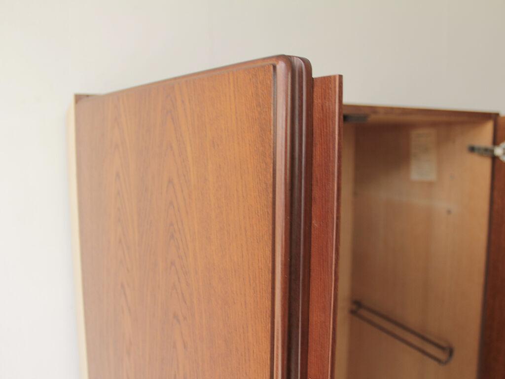 テーブル天板としては厚みが足りない洋服タンスの扉