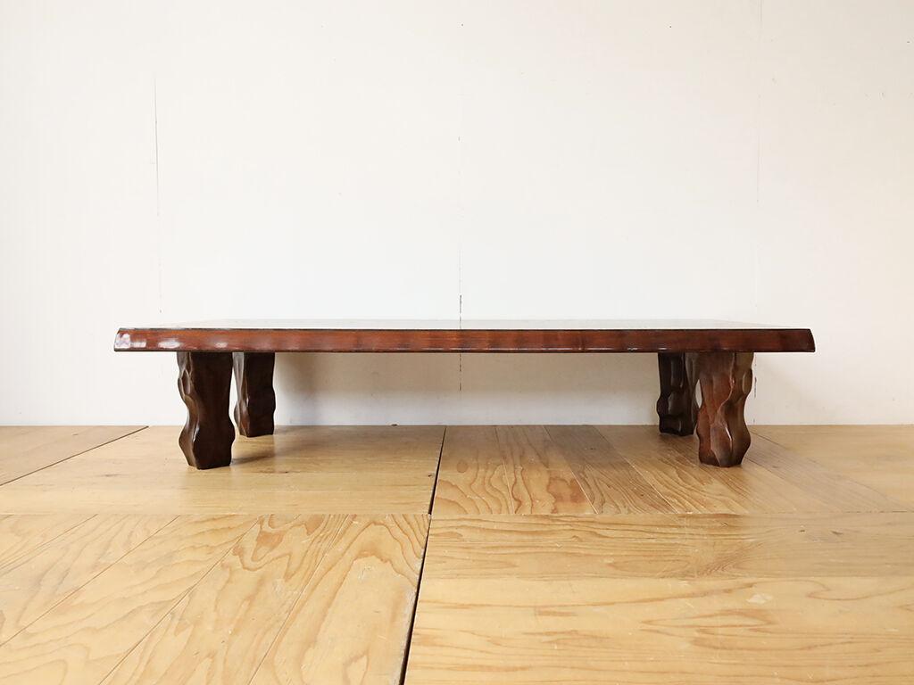 天板に直接付いている脚の位置を変え天板をリサイズした座卓