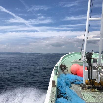 淡路の海を駆ける船