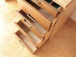 食器棚の扉や引き出しを活かしてデスクにリメイク アイキャッチ