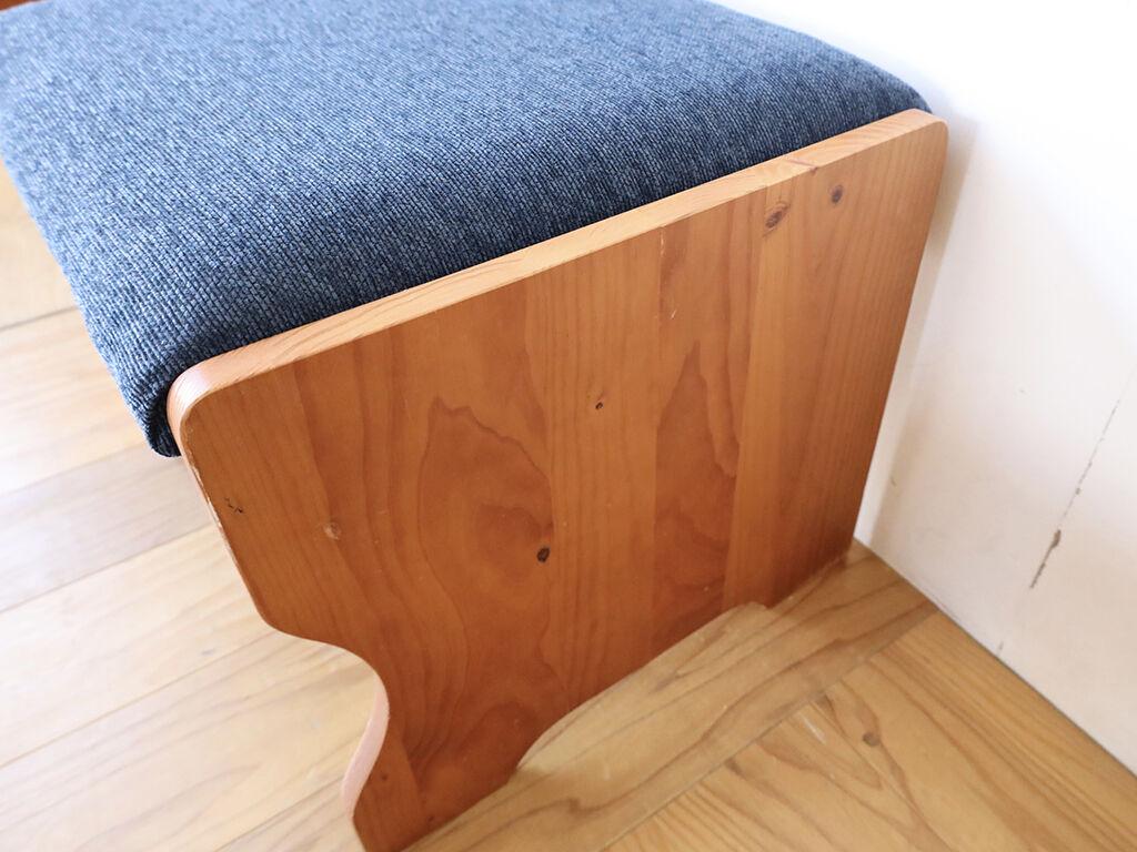 一緒に使うデスクとサイズが合うように奥行きをリサイズしたベンチの側板