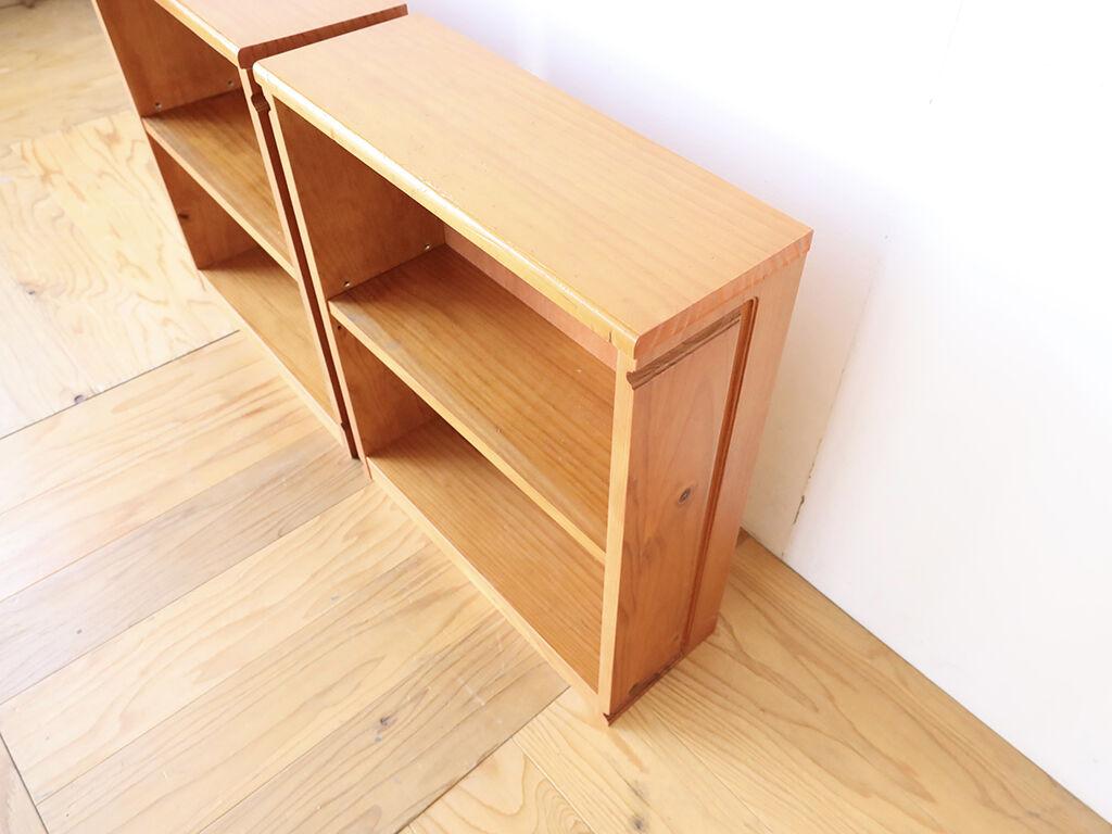 天板・底板・棚板にロングベンチの座面や背もたれを活かした本棚