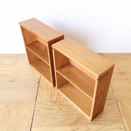 ベンチの部材を生かしてリメイクした2台の本棚