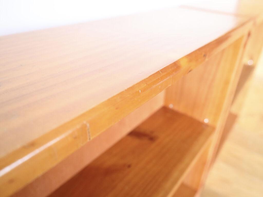平らな面が上面にくるようリメイクした本棚