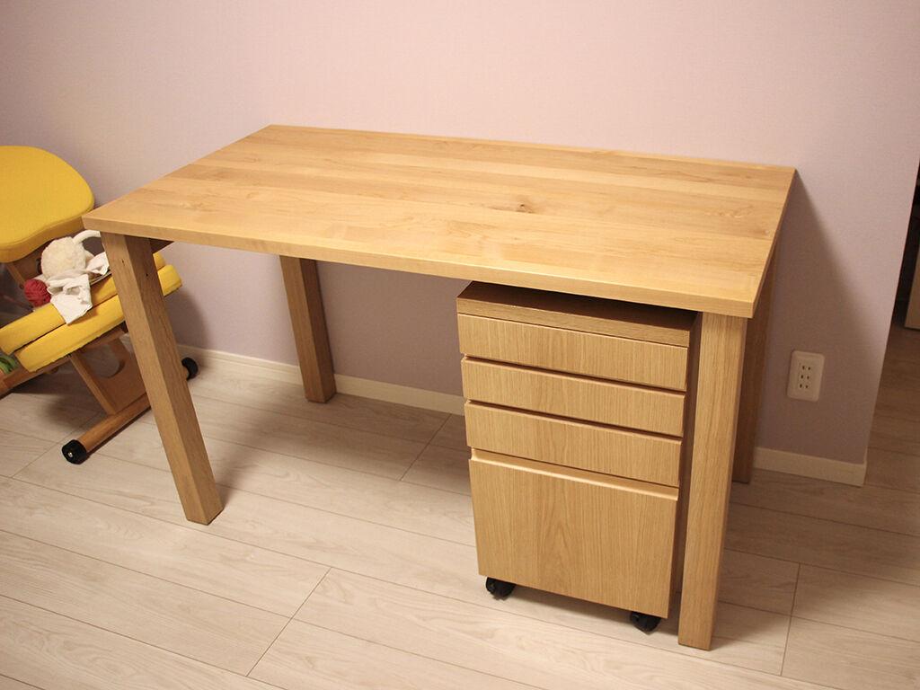 お客様のお嬢様が使う子ども部屋に納品させていただいたリメイク学習机
