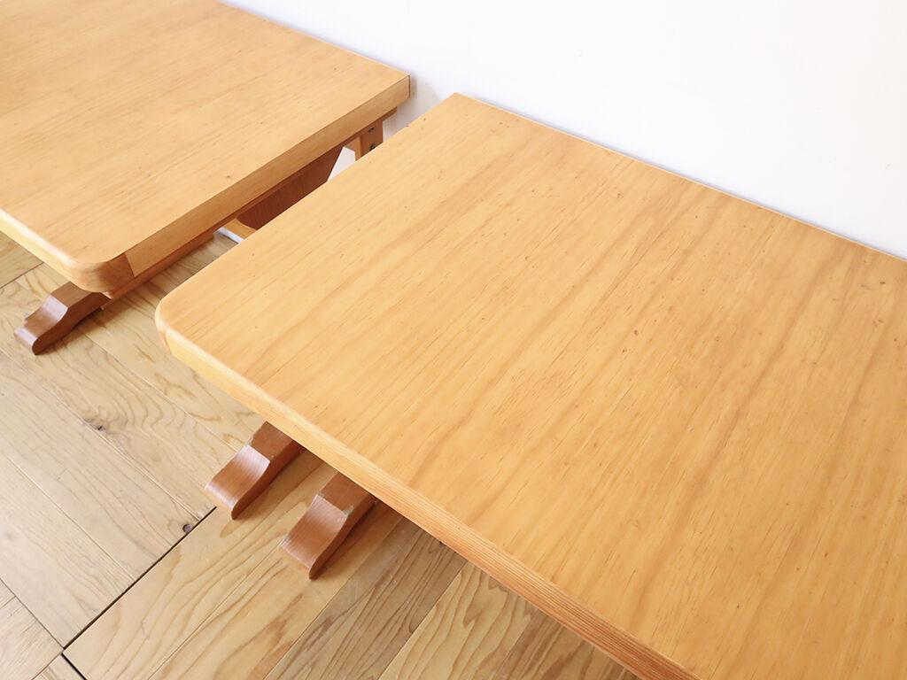ダイニングテーブルの天板を分割してリメイクした2台のデスク