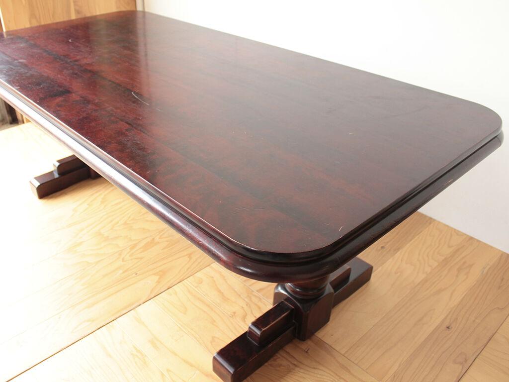 リメイクを機に天板も綺麗にしたいとご希望いただいたダイニングテーブル