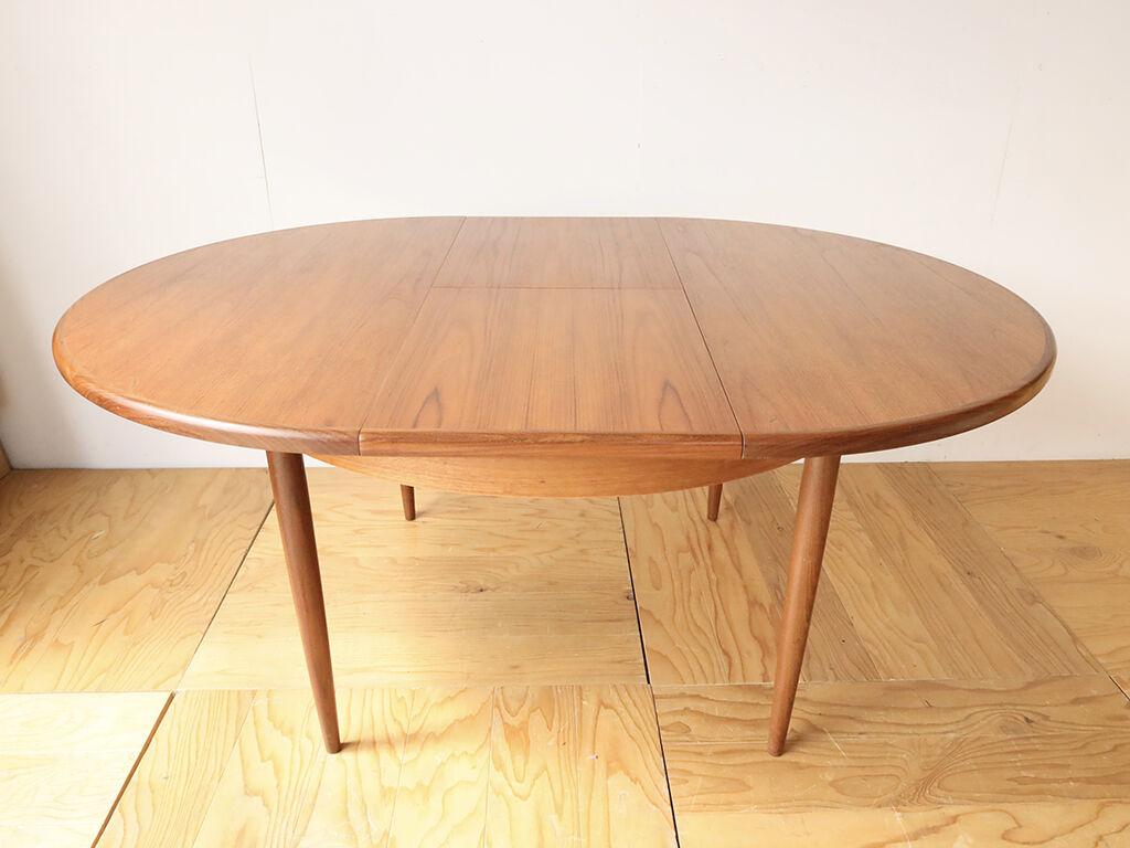 天板を開いて伸縮できる円形テーブル