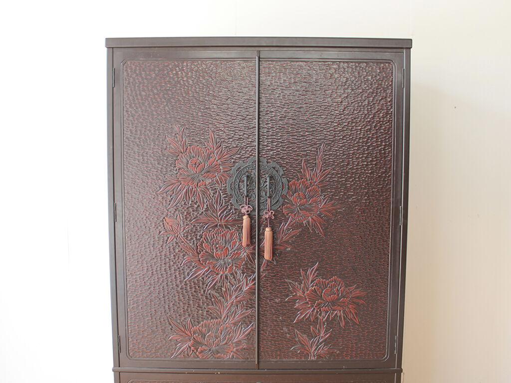 立派な鎌倉彫の扉を生かしてリメイク