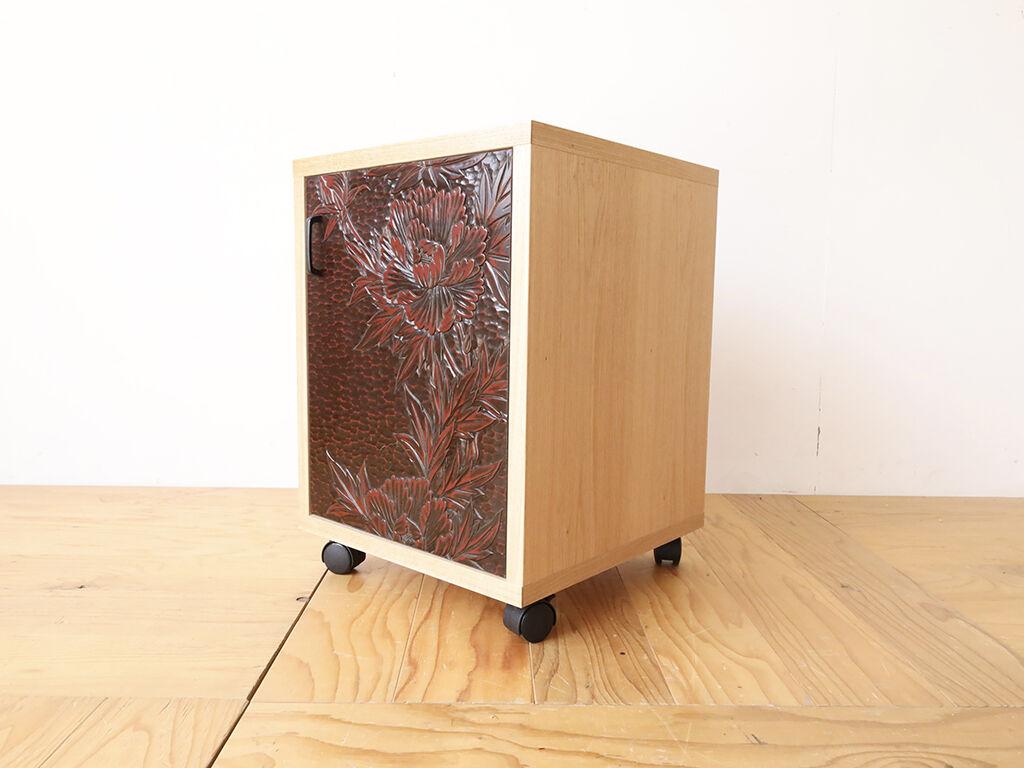 婚礼タンスの鎌倉彫の扉を生かしてリメイクしたキャビネット