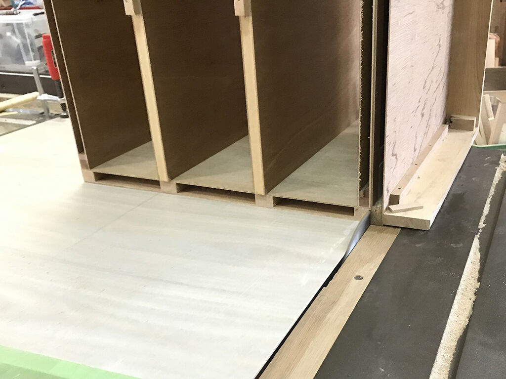フラッシュ構造で中が空洞になっているタンスの部材