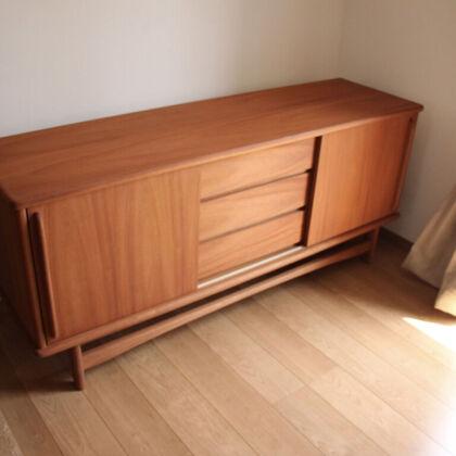 お客様のご新居に納品させていただいたリメイクのテレビボード