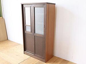 洋服タンスの扉とレトロガラスを活かして食器棚にリメイク アイキャッチ