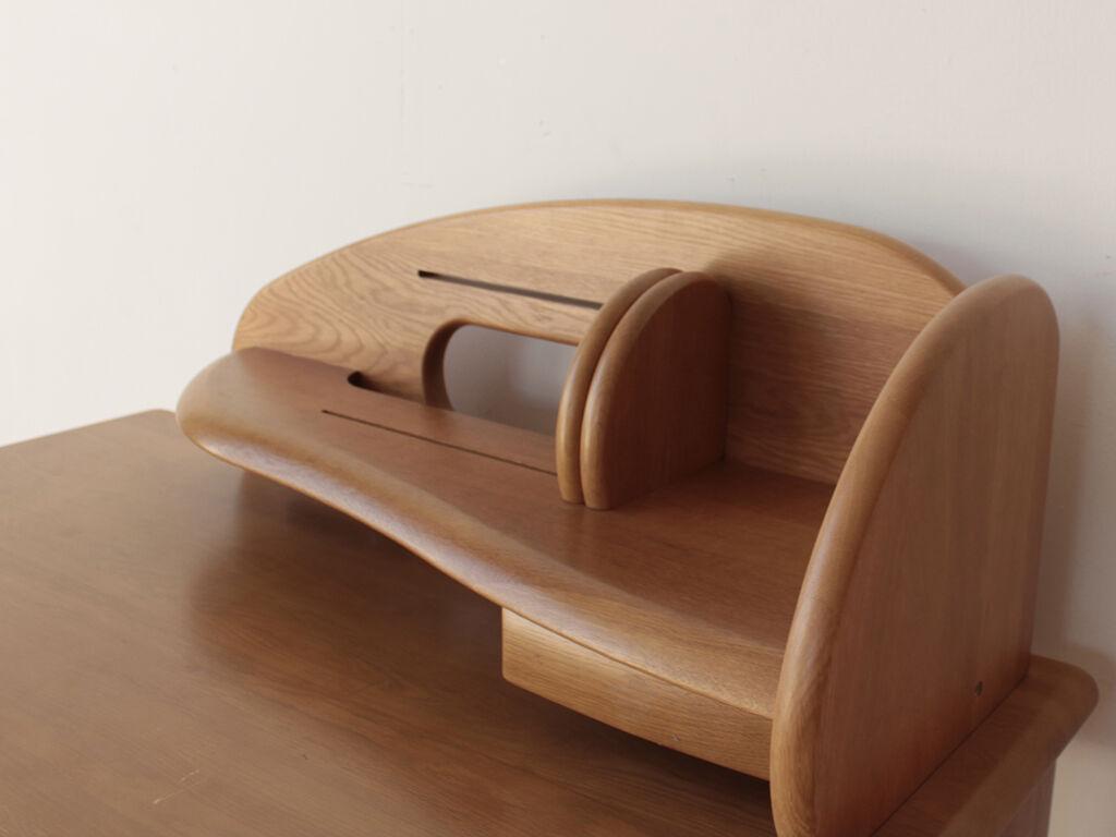 机をリサイズすると天板上を占める割合が大きくなってしまう上置き棚