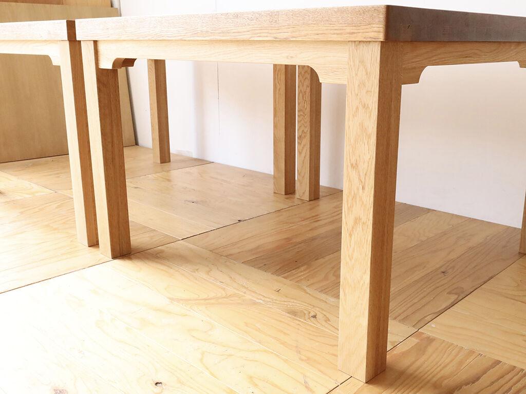 なるべく天板下の空間を確保できるようにした幕板構造