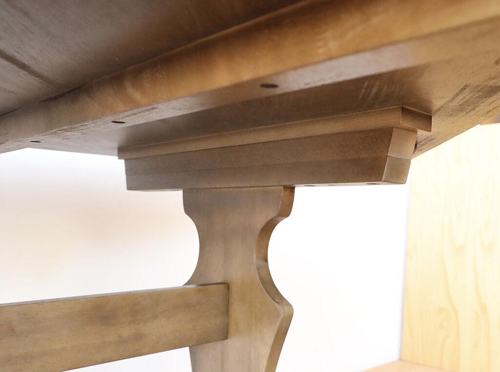 高さアップするために脚の付け根部分に材料をプラス