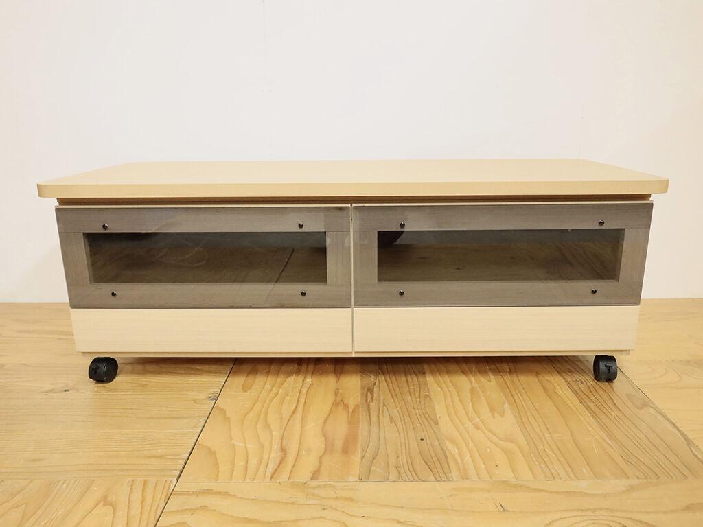 壁面収納棚の一部を活かしてリメイクしたキャスター付きローテーブル