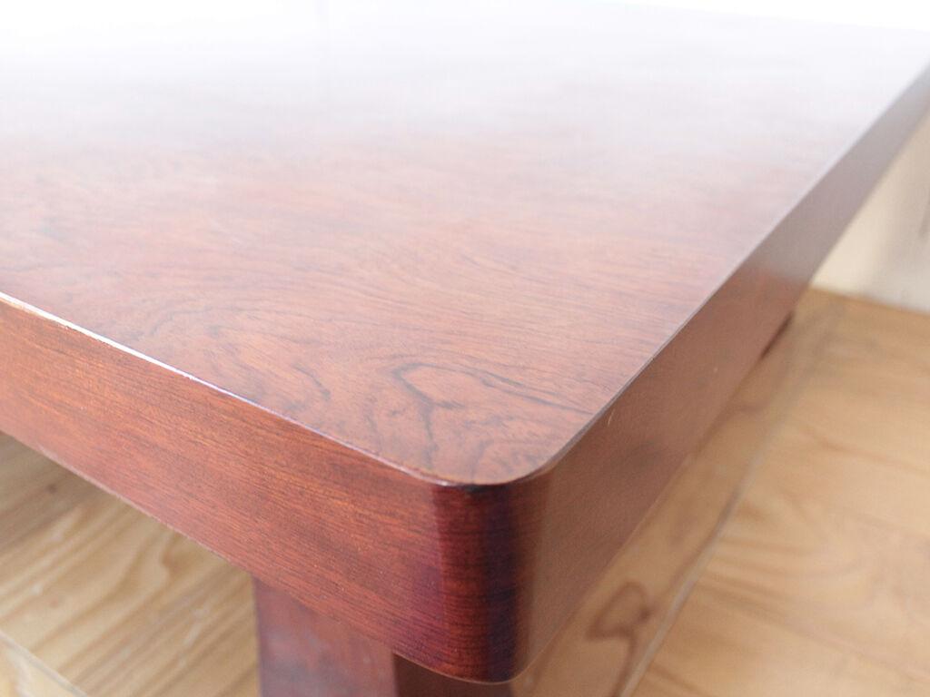 天板の厚みが7cmあり重厚感溢れる座卓