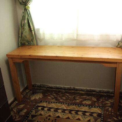 ダイニングテーブルからリメイクしたライティングデスクをお客様宅に納品