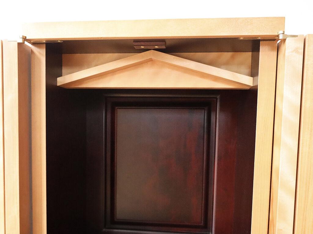 お家の屋根をモチーフにした幕板