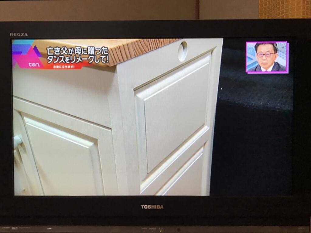 おままごとキッチンの側板に婚礼タンスの引き戸が使われていることに即座に気づいてくださったご依頼者様とお母様